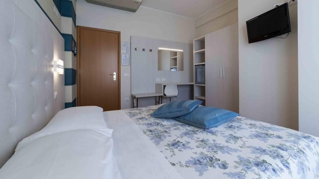 Hotel-Rondinella-e-Viola-Rimini-chambre-1020