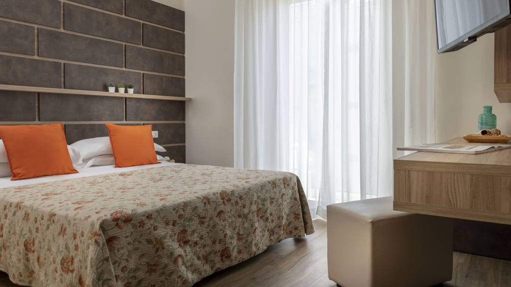 Hotel-Rondinella-e-Viola-Rimini-nuovo-Orange-suite-3