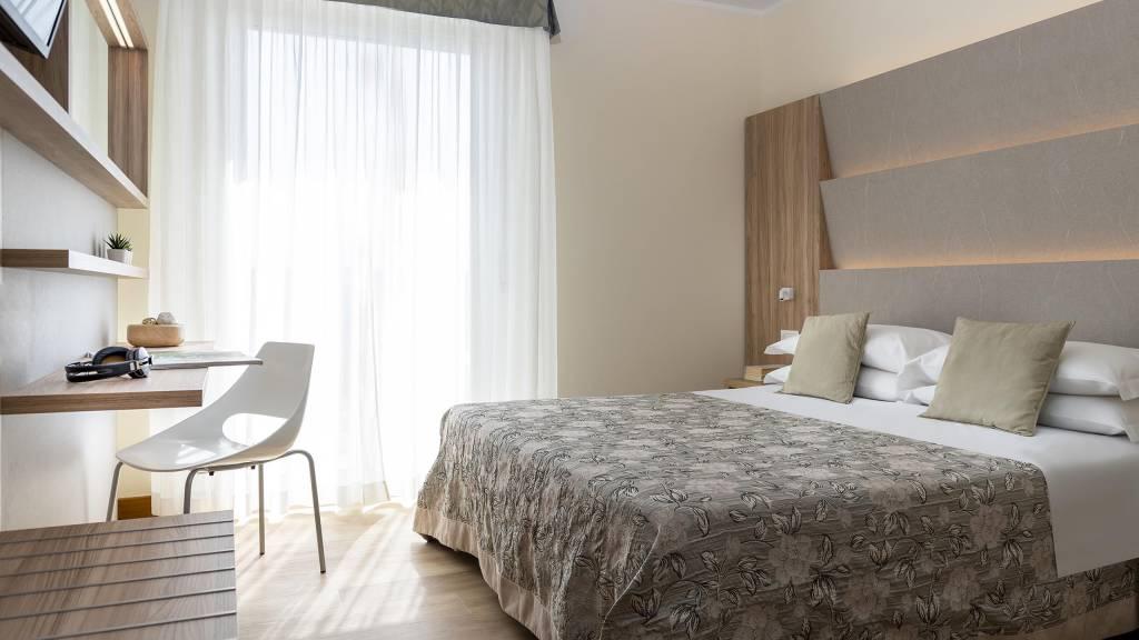 Hotel-Rondinella-e-Viola-Rimini-nuovo-Palm-suite-2
