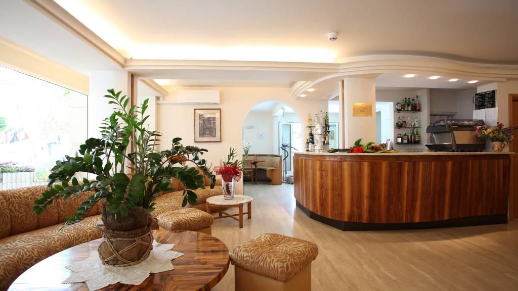 Hotel-Rondinella-e-Viola-Rimini-hall-1949