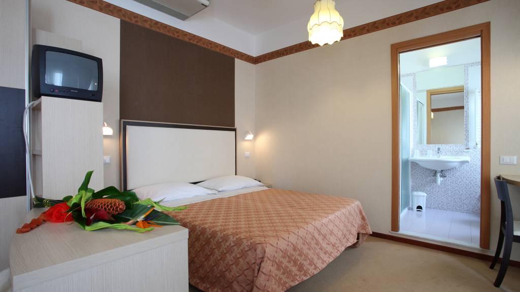 Hotel-Rondinella-e-Viola-Rimini-chambre-2030
