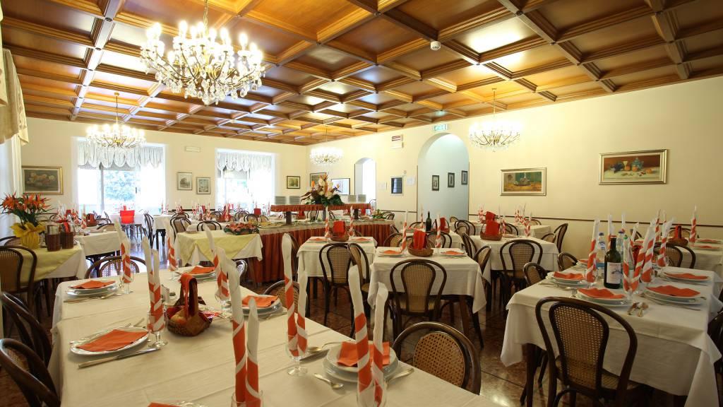 Hotel-Rondinella-e-Viola-Rimini-restaurant-2105