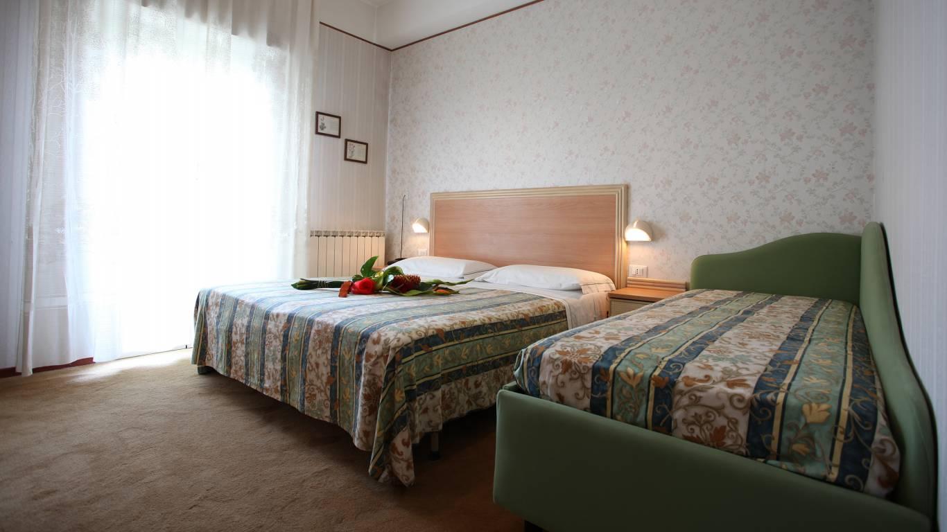 Hotel-Rondinella-e-Viola-Rimini-room-2015