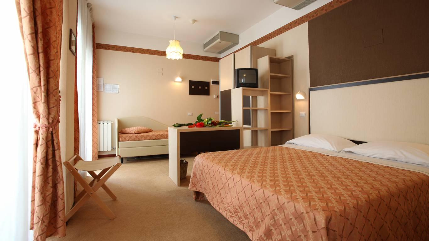 Hotel-Rondinella-e-Viola-Rimini-Zimmer-2023