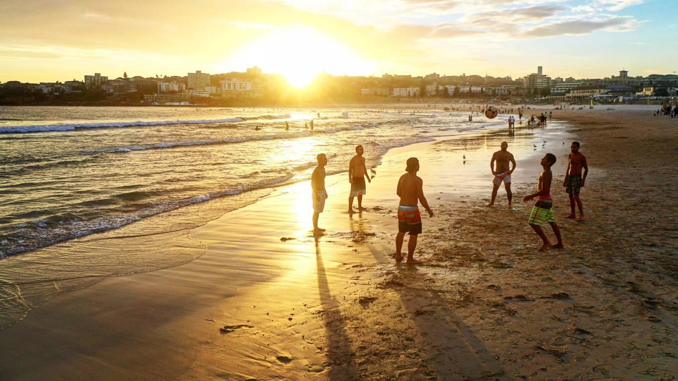 Hotel-Rondinella-e-Viola-Rimini-people-beach2