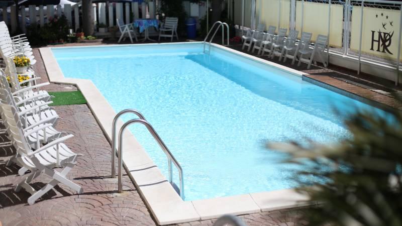 Hotel-Rondinella-e-Viola-Rimini-piscine-0335