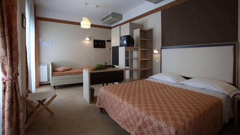 Hotel-Rondinella-e-Viola-Rimini-chambre-2042